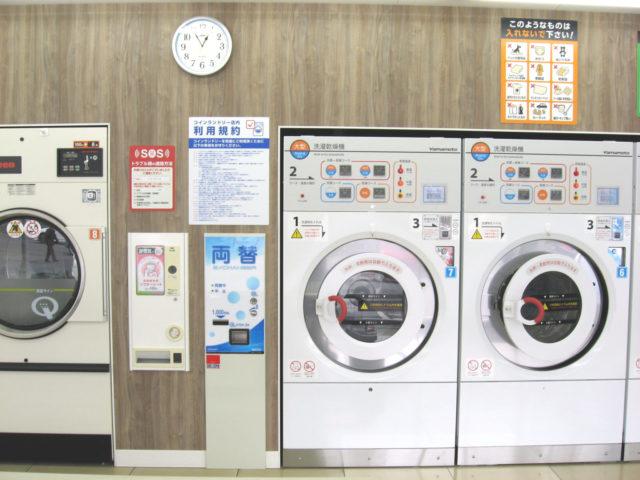 コインランドリーの大型洗濯乾燥機