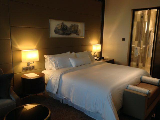 リュクスなホテルのベッド