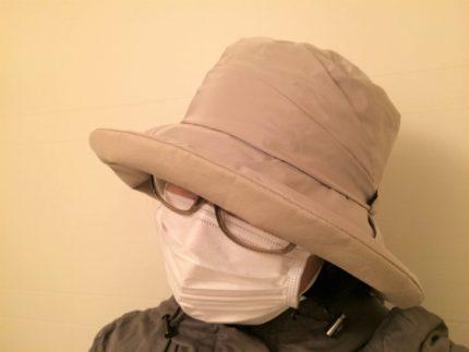 帽子・マスク・メガネの女性
